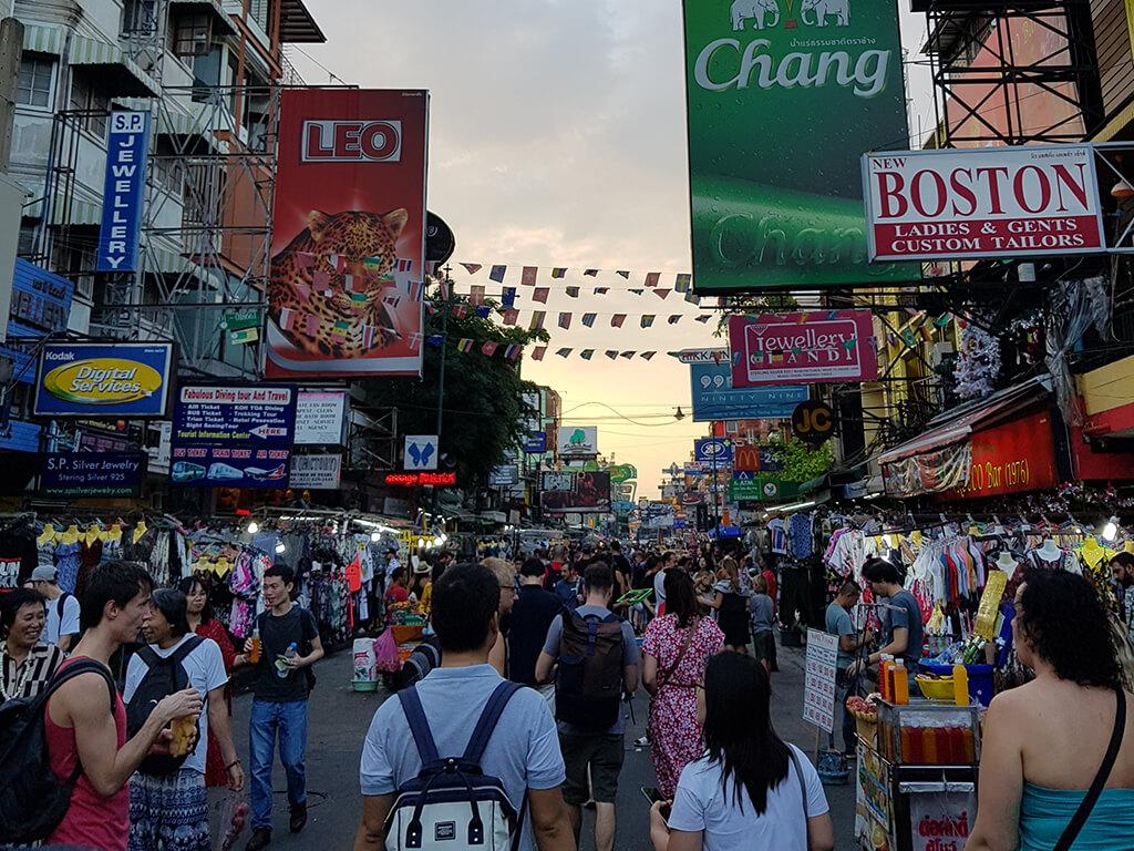 Partymeile und Streetfood: Die Khao San Road in Bangkok