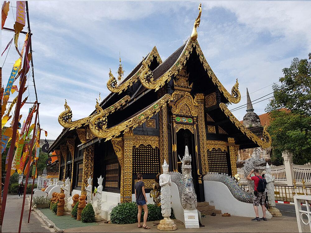 Der Wat Inthakhin Sadue Muang Tempel