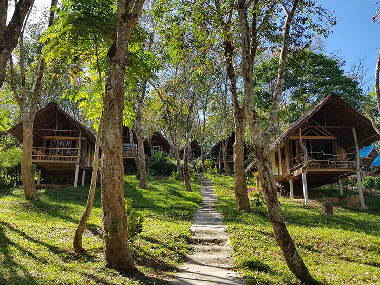 Hier siehst du unsere Unterkunft auf Koh Mook - das Mountain View Resort.